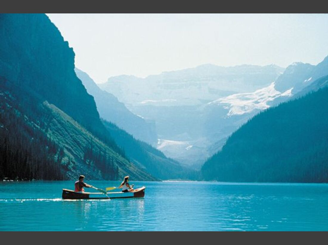 Banff_Two_Canoeists_at_Lake-7896 (jpg)