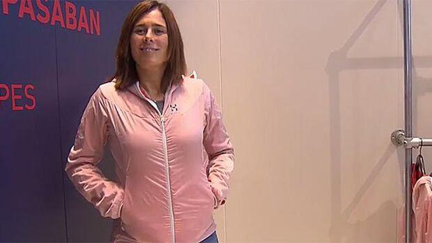 Edurne Pasaban zeigt neue Aran Jacket am Haglöfs-Stand